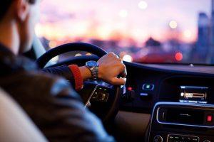 איך לשבת ברכב בצורה בריאה?